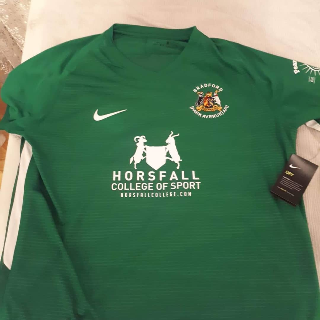 Bradford Park Avenue AFC Home 2018/2019 Football Shirt. Club Football Shirts.