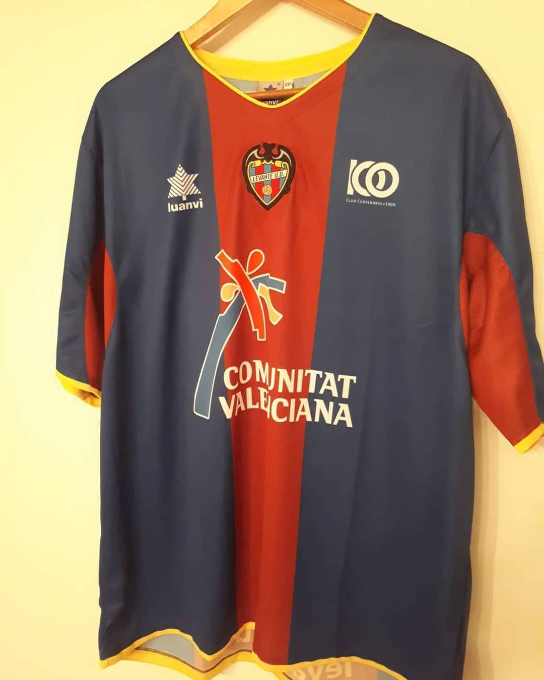 Levante Home 2009/2010 Football Shirt. Club Footbal Shirts.