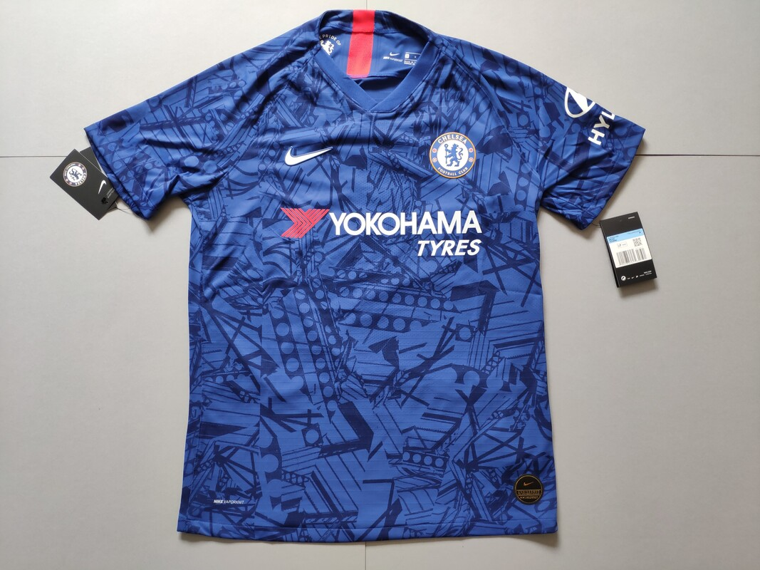 Chelsea F.C. Home 2019/2020 Football Shirt Manufactured By Nike. The shirt is sponsored by Yokohama Tyres.