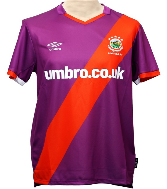 Linfield Away 2020/2021 Football Shirt Manufactured By Umbro. The Club Plays Football In Northern Ireland.